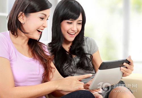 青年 女 聊天 电脑 平板_18121639_xxl