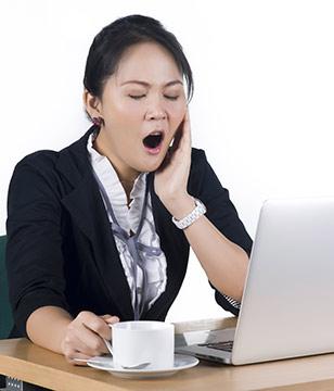 青年-女-工作-电脑-疲劳-打哈欠_16334410_xxl