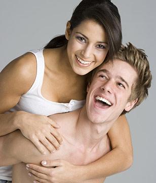 猛不猛就看后背肌肉 让女人有想在背后抱你的欲望