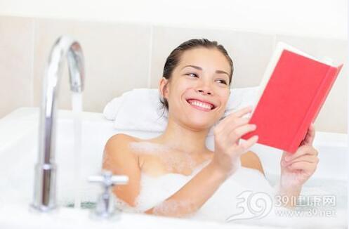 冬天皮肤干燥起皮?只因洗澡时做错两件事