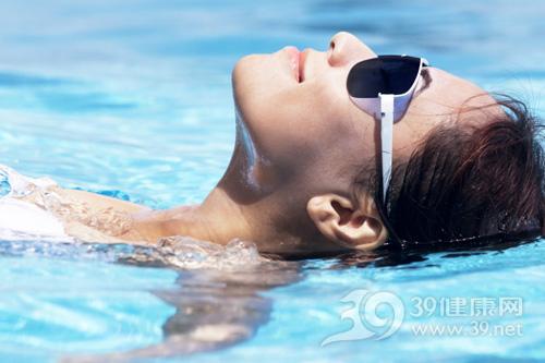 公共泳池游泳会传染性病吗?夏季游泳该注意哪些问题?