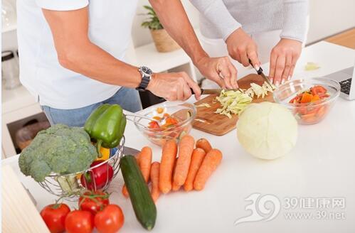 女人在5个地方吃东西更容易发胖
