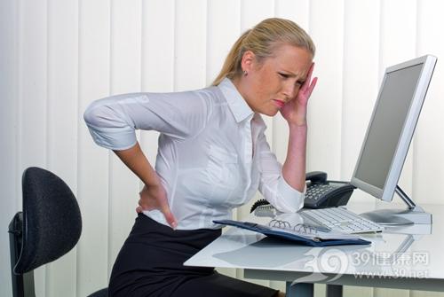 青年 女 生病 头痛 腰痛 疼痛 工作 电脑 办公_14587328_xxl