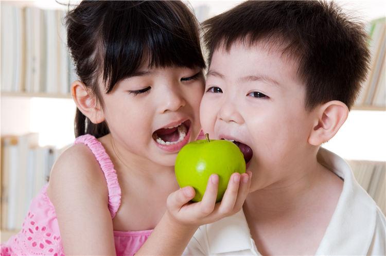 孩子 男 女 苹果 吃东西_20085642_xxl