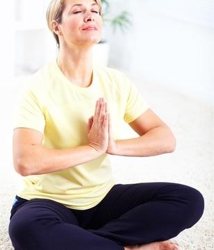中老年-女-瑜伽-盘腿-运动_14010086_xxl