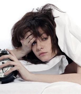 青年-女-起床-生病-睡觉-睡眠-失眠-闹钟-时钟_15091150_xxl