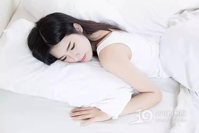 经常肩颈僵硬,腰酸背痛?可能是睡觉时这些事没做好