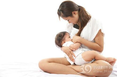 这样喂奶易引起宝宝中耳炎,爸爸妈妈都要注意了