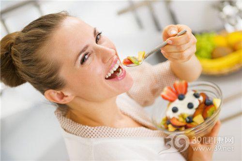 青年 女 沙拉 吃东西 水果_20542635_xxl