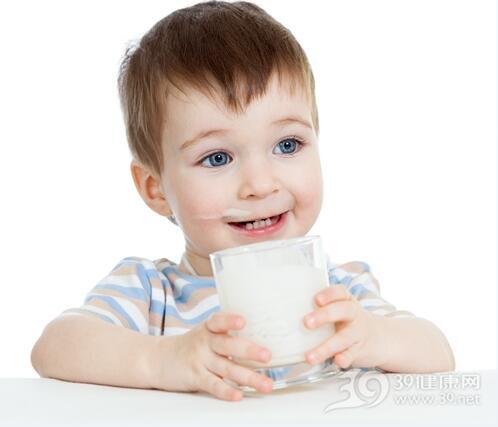 宝宝喝牛奶越浓越好吗?