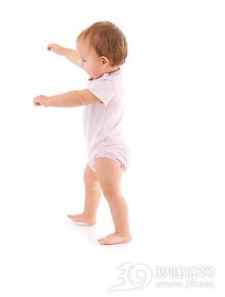 宝宝走路出现3种情况最好做个检查