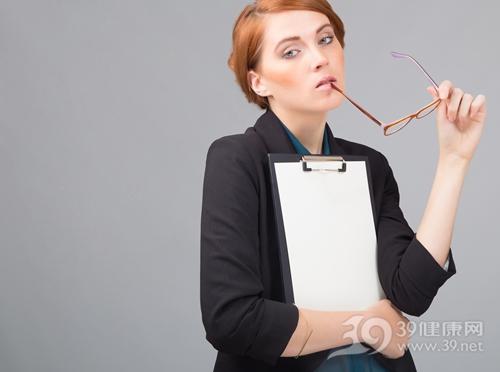 白领长期对着电脑 如何美白?