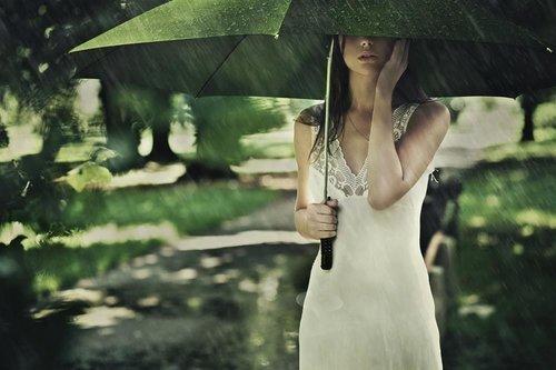 女性淋雨后要谨防妇科病