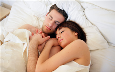分居两地的夫妻怎样过夫妻生活?
