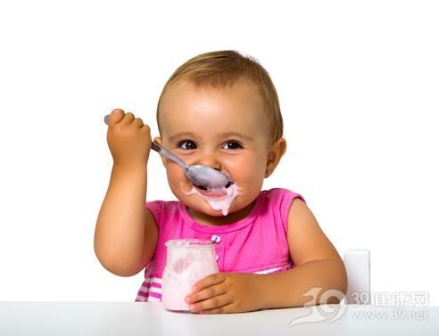 家长注意:婴幼儿要避免吃10类食物