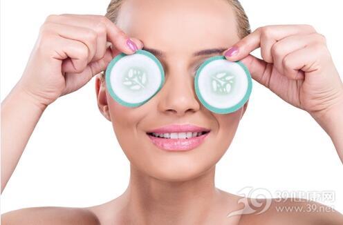 低头族要警惕眼角纹和眼袋