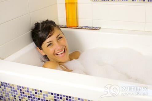 外阴瘙痒该怎样办?外阴瘙痒可以用热水洗吗?