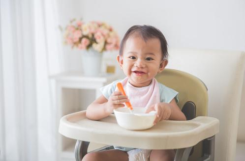 给宝宝买餐具别挑这5种