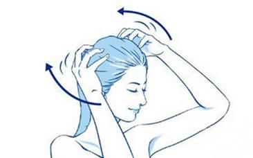 洗头发掉头发怎么办 每次洗头都掉很多头发,是咋回事 掉头发的数量分为四个档次,分别对应不同的情况: 020根:完美发质每天掉头发不超过20根,这说明你的头发很好。坚韧的头发不止是因为头发保养的好、有一个好的头发基因,也说明了身体状况现在很棒,肝肾功能健康,精神状态轻松,继续保持下去吧。