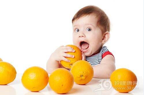 吃水果也要分年龄,宝宝吃水果需注意3件事