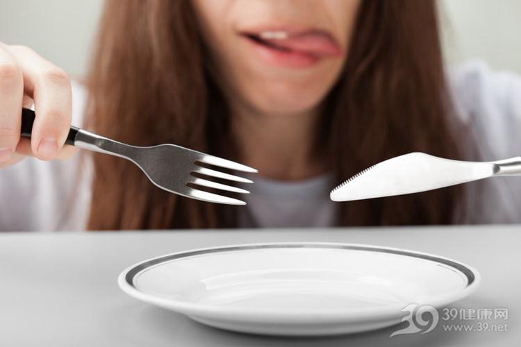 运动完就饿了,能不能吃东西?健身教练:可以,但注意3点