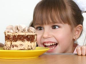 警惕!孩子常吃4类零食会变笨