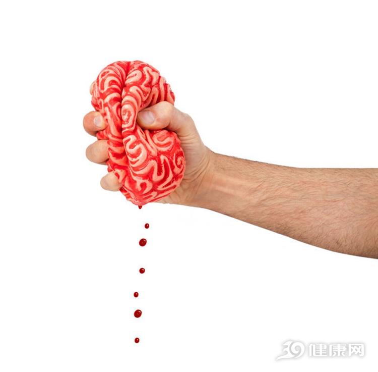 脑出血的7个信号,出现2个就该上医院了!