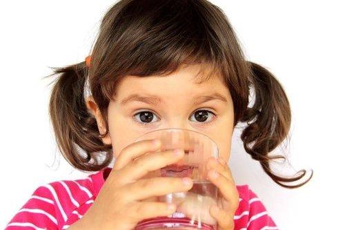 白开水最健康?这两种开水别给孩子喝