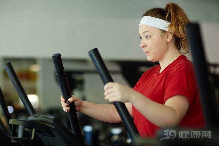 同樣的重量,身體是非常不同的!她在減肥,而你在減肥。