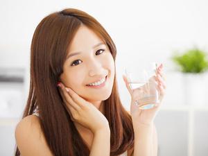 夏季解渴喝热水比喝冰水好