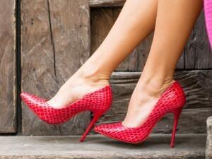 女子晕倒中毒 竟是高跟鞋惹得祸!