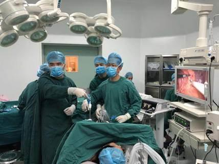 蒲淼水微创手术团队手术现场