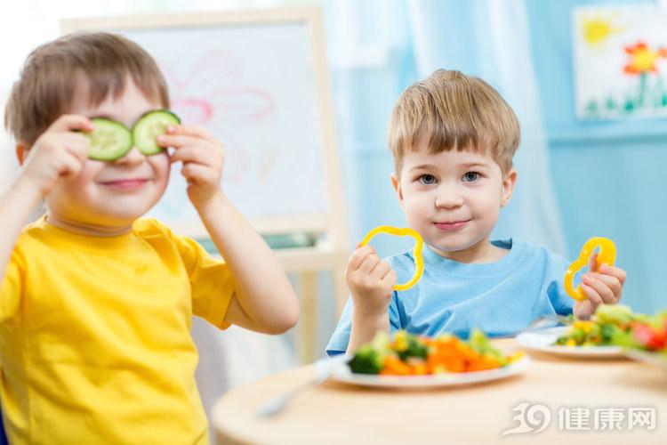 暗访!幼儿园餐费每年上万元,孩子吃的究竟是什么?