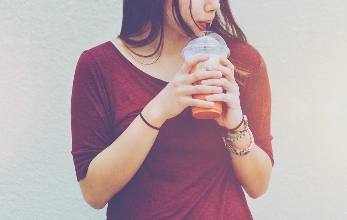 90后没有奶茶不行?上班族:我的命是靠奶茶换来的!