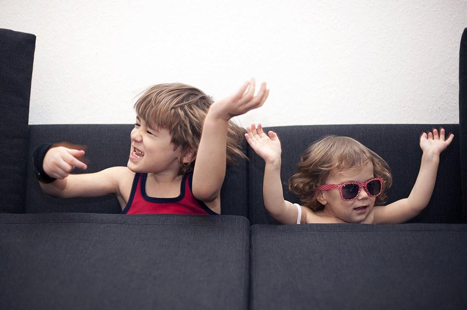 妈妈因网课气到拉孩子投海,警醒:父母与小孩该怎么相处?