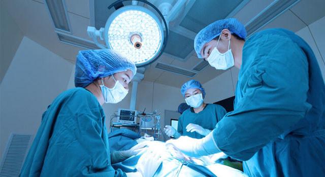 男子下巴长瘤,医生数字化设计切瘤