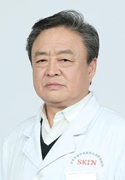 吕德智 主任 北京华医中西医结合皮肤病医院银屑病医生组组长 多次参加银屑病研讨会交流并作重要发言 从事皮肤病临床工作30余年