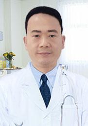 杨俊坡 副主任医师 中国风湿病学科研发组成员 国内微创脊柱治疗先行者 《中华医学杂志》编委