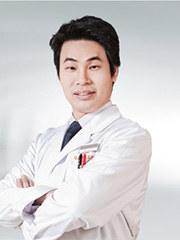 陈海滨 执业医师 福建医科大学硕士 中华口腔医学会员 瑞典Nobel种植认证医师