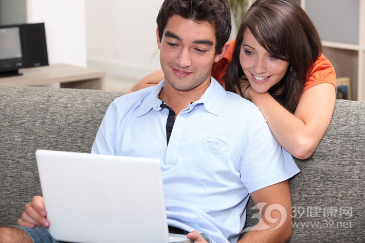 青年 男 女 夫妻 情侣 爱情 电脑 笔记本 娱乐 工作_12057901_xl