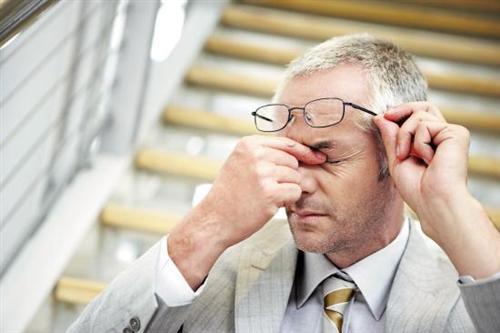 眼部血液循环_右眼胀痛怎么回事_39健康经验