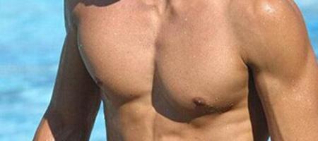 男性乳房大
