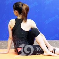 扭转式产后瘦腹瑜伽8