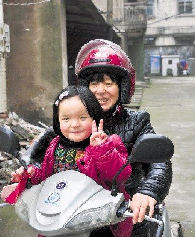 5岁的小钰霏看上去已经和正常孩子没什么两样。