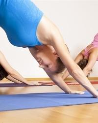 简单瑜伽动作 专攻肥腿粗腰(图)