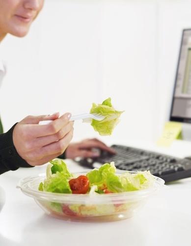 大学女生发明肚皮碗 既能减肥又能杜绝浪费