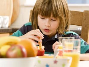 孩子多吃3类食物可保护视力