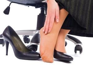 女性常穿高跟鞋易患关节炎