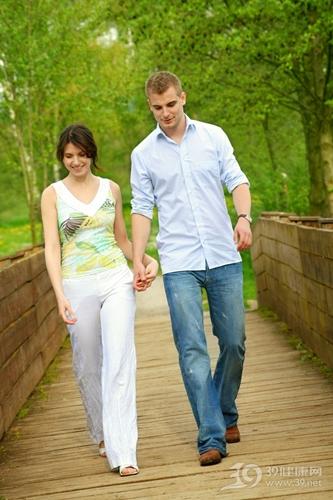 青年 男 女 情侣 夫妻 爱情 散步 户外 公园_5075739_xl