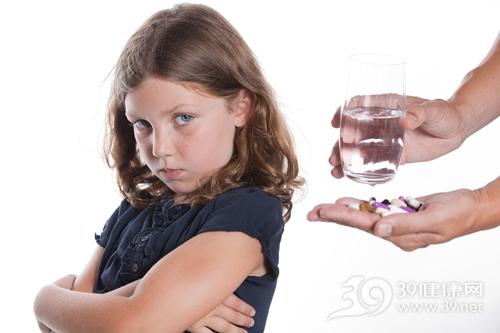 孩子 女 吃药 胶囊 水 药物_8255620_xxl